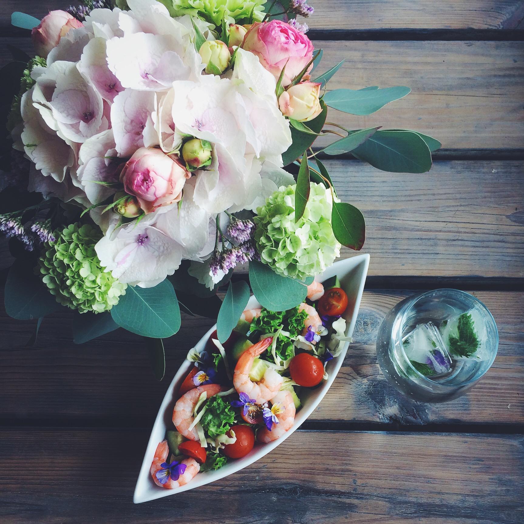 Salat med fisk og skalddyr